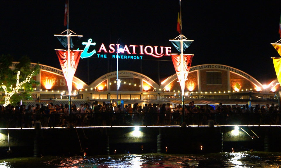 Shopping in Bangkok at Asiatique The Riverfront