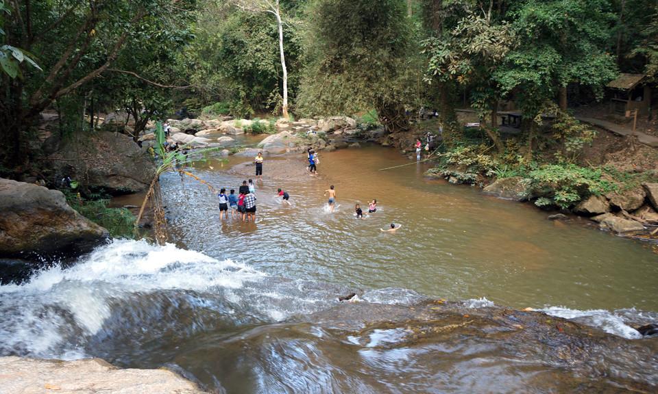 Mae-Sa-swimming