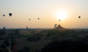 bagan-sunrise-balloons