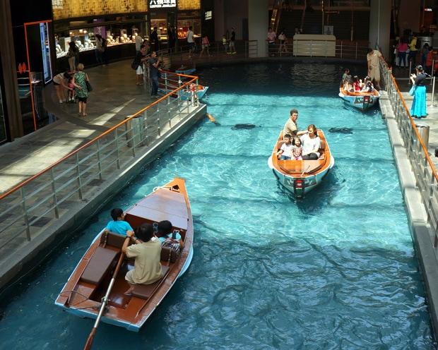 Gondola The Shoppes Marina Bay